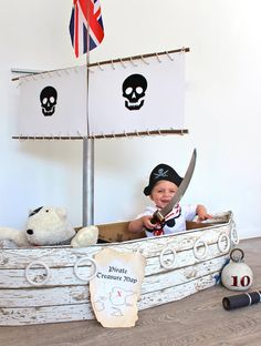 "The awesomely creative mom behind Kate's Creative Space made this incredible pirate ship, using a square cardboard box as the base. She then ""stapled long pieces of cardboard on either side to form a boat shape . and covered those in leftover Pirate Day, Pirate Birthday, Pirate Theme, Cardboard Pirate Ship, Diy Cardboard, Diy For Kids, Crafts For Kids, Craft Kids, Party Fiesta"