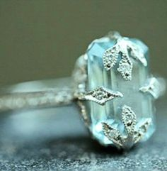 Vintage ring luv the detail on stone!!