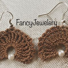 Brown crochet earrings with Pearl manufactured everything from me cotton Strengthened Crochet Jewelry Patterns, Crochet Earrings Pattern, Crochet Accessories, Crochet Designs, Knit Or Crochet, Bead Crochet, Jewelry Crafts, Handmade Jewelry, Terracota Jewellery