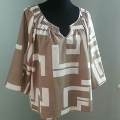 Old Navy Geometric Print Boho Top Taupe and white with wide 3/4 length sleeves and a flowy fit. 100% Polyester. Old Navy Tops Blouses