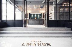 HOTEL EMANONの2階エントランス