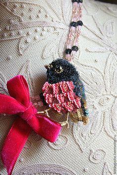 Купить Брошь KB15015 - розовый, серый, птичка, бусы, брошь, детское украшение, ручная вышивка