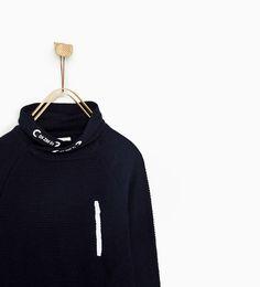 Image 2 de PULL À COL ENVELOPPANT ET ZIP de Zara