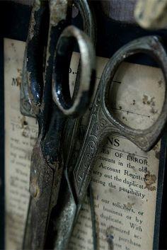 Lovely old scissors via Zsa Zsa Bellagio