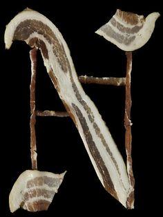 A tipografia foi inspirada na caligrafia medieval, e o resultado foi apetitoso (para quem gosta) e muito criativo.