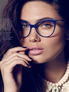 If you are looking for inspiration for what to wear to the office, than this editorial in Cosmopolitan Mexico's December 2015 issue may be just what you are looking for. Vladimir Marti captures ensembles perfect for the workday with styling by Debora Traitè. From geek chic glasses to elegant blouses, model Vika poses in office-ready …