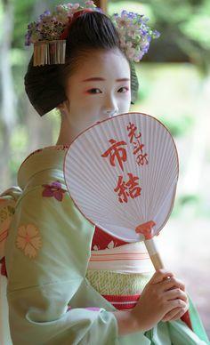 Maiko 舞妓 Pontocho 先斗町 Ichuyu 市結 Kyoto, Japan