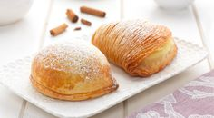 Here we present the authentic Italian sfogliatelle recipe. This delicious pastry is one of the most famous of the pasticceria Napoletana, very delicious. Italian Pastries, Sweet Pastries, Italian Desserts, Italian Recipes, Puff Pastries, French Desserts, French Pastries, Italian Dishes, French Food