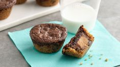 Mini Peanut Butter Brownie Bites These delicious bite-sized treats combine brownies and chocolate chip cookies with a surprise treat in the middle! Mini Desserts, Just Desserts, Delicious Desserts, Dessert Recipes, Small Desserts, Peanut Butter Roll, Peanut Butter Brownies, Brownie Bites Recipe, Brownie Recipes