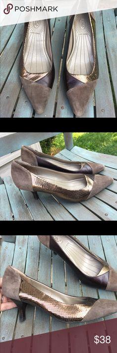 Women's Joan & David Luxe Series Heels Size 7M EUC Women's Joan & David Luxe Series Heels Size 7M EUC. Leather, beautiful bronzes, browns! Joan & David Shoes Heels