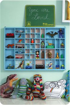 Thompson Family blog... shares this wonderful kids room... I ADORE it!
