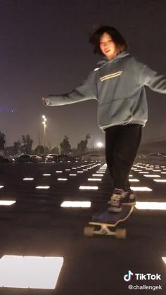 Badass Aesthetic, Aesthetic Movies, Aesthetic Videos, Aesthetic Girl, Aesthetic Pictures, Skateboard Design, Skateboard Girl, Japonese Girl, Skateboard Videos