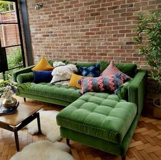 If you are looking for Velvet Living Room Furniture Ideas, You come to the right place. Below are the Velvet Living Room Furniture Ideas. This post ab. Living Room Green, Living Room Sofa, Living Room Furniture, Living Room Decor, Sofa Furniture, Velvet Furniture, Furniture Ideas, Sofa For Bedroom, Furniture Design