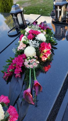 Funeral Floral Arrangements, Tropical Flower Arrangements, Beautiful Flower Arrangements, Beautiful Flowers, Altar Flowers, Bulb Flowers, Table Flowers, Arte Floral, Wedding Wreaths