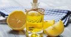 Lemon Essential Oil For Pimples Ingredients 3 drops lemon essential oil Cotton ball How To Prepare Lemon oil does not need to be diluted as it is being used on small areas topically. Gallbladder Cleanse, Liver Detox Cleanse, Detox Your Liver, Limpieza Natural, Caviar D'aubergine, Troubles Digestifs, Lemon Olive Oil, Pimples Overnight, Natural Cleanse