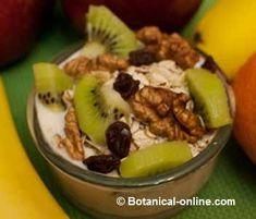 receta de muesli con yogur, copos de avena, fruta, nueces y pasas