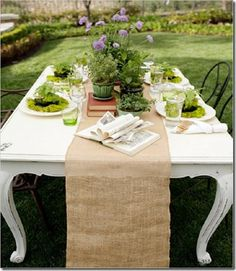 DIY Burlap Table Runner. Great French Country Look.