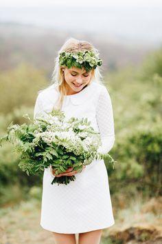 Grüner wirds fast nicht mehr. Haarschmuck und Brautstrauß mit ganz viel Greenery. Elegant Wedding Dress, Wedding Dresses, 2018 Wedding Trends, Forest Decor, Wedding Pics, Wedding Stuff, Marriage, Bridal, Clothes