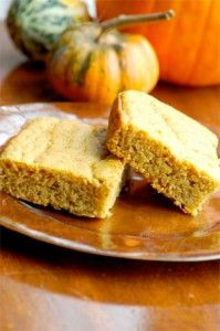 Gluten Free Pumpkin Cornbread - a yummy autumnal side for your Thanksgiving table!  #glutenfree