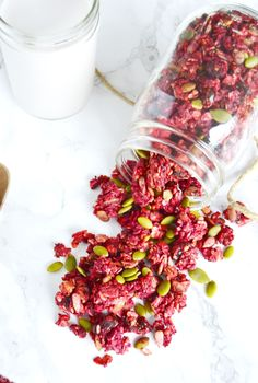 Full of health benefits, this vibrant pink-colored beet ginger granola loaded with superfoods will bring some fun to your morning routine! #healthybreakfast #healhtysnack #granola #sugarfreegranola #sugarfree #sugarfreebreakfast #whattododwithbeets Superfoods, Sugar Free Granola, Plat Vegan, Fresh Dates, Healthy Morning Routine, Chocolate Granola, Healthy Cooking, Healthy Snacks, Snacks Kids