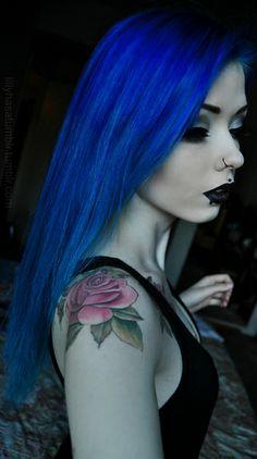 Blue hair had my hair like this :) Goth Makeup, Hair Makeup, Goth Beauty, Hair Beauty, Chica Dark, Goth Princess, Princess Photo, Twisted Hair, Dark Blue Hair