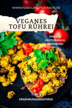 Dieses Rezept für veganes Tofu-Rührei ist nicht nur super schnell und einfach, sondern auch proteinreich und mega lecker! Der absolute Hit zum Frühstück und ohne Brot auch noch low-carb! Here we go!