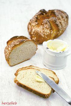 Selbstgebackenes Buttermilchbrot mit Haferflocken. Mit Butter ein Genuss.