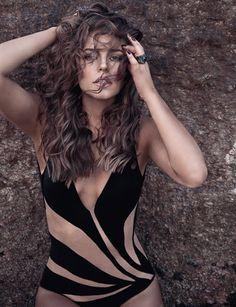 http://vip.abril.com.br/fotos/mulheres/atriz/paolla-oliveira-a-mulher-mais-sexy-de-2013/