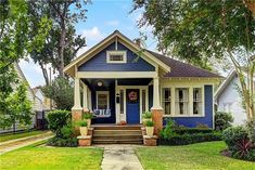 40 Best Bungalow Homes Design Ideas - Home Decoration Craftsman Bungalow Exterior, Cottage Exterior, Craftsman Style Homes, Craftsman Bungalows, Bungalow Homes Plans, Craftsman Houses, Craftsman Kitchen, Exterior House Colors, Style At Home