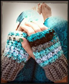 Great photo tutorial for beginners - This Housewife Life: Trinity Stitch Wristers ~ Free Crochet Pattern Crochet Hand Warmers, Crochet Boot Cuffs, Crochet Gloves, Crochet Slippers, Crochet Scarves, Crochet Crafts, Crochet Yarn, Crochet Projects, Free Crochet