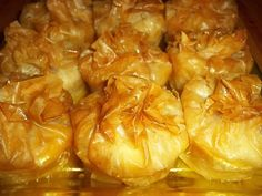ατομικά γαλακτομπούρεκα πουγκάκια Greek Sweets, Greek Desserts, Mini Desserts, Greek Recipes, My Recipes, Favorite Recipes, Recipies, Sweets Recipes, Candy Recipes