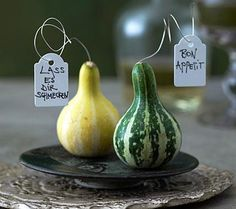 groß Table decoration: autumn greeting on the table – picture 13 large Table decoration: autumn gree Autumn Inspiration, Food Inspiration, Autumn Ideas, Autumn Table, Mini Pumpkins, Large Table, Fall Diy, Decoration Table, Fall Crafts