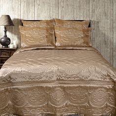 Buy #Poly_Silk #BedCover from Home-furnishings Visit www.home-furnishings.com Call at +91-120-4889900