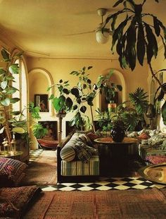 ZaZa Van Hulles' Paris apartment Photography by Dinah Hall. bohemian home decor ZaZa Van Hulles' Paris apartment Photography by Dinah Hall. bohemian home decor White Plants, Leafy Plants, Large Plants, Green Plants, Interior Decorating, Interior Design, Interior Plants, Interior Colors, Paris Apartments
