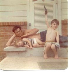 Si Robertson with  Willie & Jase when they were young...love this!