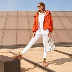 """3,575 Me gusta, 11 comentarios - Tod's (@tods) en Instagram: """"Sporty chic: a #Tods total look as seen by @netaporter. #TodsSellaBag #TodsEyewear"""""""