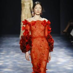 See all the Collection photos from Marchesa Autumn/Winter 2016 Ready-To-Wear now on British Vogue Marchesa 2016, Fall Winter, Autumn, Ready To Wear, British, Vogue, Dresses With Sleeves, Long Sleeve, How To Wear