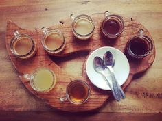 After trekking #mountbatur in the very early hours of the morning, I'd say a coffee was very much deserved... luckily and quite by surprise, I was dropped at a coffee plantation for a quick tour and a free coffee tasting 👅  Here we have from right to left; traditional Bali Kopi, unsweetened hot cacao, vanilla coffee, coconut coffee, ginseng coffee, lemongrass tea & ginger tea ☕️  #coffee #coffeetasting #coffeetime #bali🌴 #freebirdflowfood Lemongrass Tea, Coffee Tasting, Ginger Tea, Lemon Grass, Coffee Time, Trekking, Bali, Vanilla, Coconut