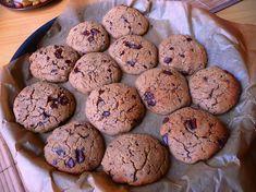 """""""Cizrna a čokoláda? To jde dohromady??"""" Ti, co už ochutnali fazolové brownies, už nebudou nejspíš tak šokovaní. I když se to zdá být neobvyklé, z luštěnin se dají vykouzlit báječné sladké dobroty. Musím říct, že patří dokonce mezi mé nejoblíbenější.Tentokrát to nebudou fazole, ale cizrna. Cookies jsou zcela bezlepkové a bez použití jakékoli mouky. Cizrna …"""