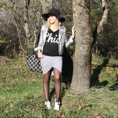 #jupe #grise #capeline #adidas #superstar #jupegrise #portefeuille #lookgris #blogmode #adidassuperstar #lipsticketstilettos