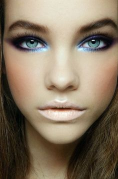 Barbara Palvin's bright blue makeup look