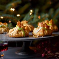Mushroom, shallot and chestnut parcels - Vegetarian Vegetarian Christmas Menu, Veggie Christmas, Christmas Eve, Veggie Recipes, Vegetarian Recipes, Veggie Dishes, Christmas Party Drinks, Christmas Trimmings, Tiny Food