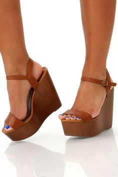 Trendy tan strappy wedges, love them👌🏼 Sock Shoes, Cute Shoes, Me Too Shoes, Shoe Boots, Wedge Sandals, Wedge Shoes, Shoes Sandals, Nike Headbands, Nike Wedges