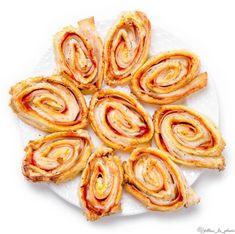"""429 To se mi líbí, 14 komentářů – Jídlem ke zdraví (@jidlem_ke_zdravi) na Instagramu: """"🧀 SÝROVÍ PIZZA ŠNEČCI 🧀 Vzhledem k tomu, že v odpovědích ve stories v souvislosti se…"""" Onion Rings, Pizza, Ethnic Recipes, Food, Essen, Meals, Yemek, Onion Strings, Eten"""