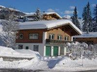 """Chalet Tauernblick in Kitzbühel - Kirchberg #WINTERURLAUB #WEIHNACHTEN #SILVESTER Das gemütliche Chalet Tauernblick liegt auf ca. 1.200 m Seehöhe, etwa 10 km vom Ortszentrum Mittersill entfernt. Die Panoramabahn Kitzbühel erreichen Sie nach ca. 400 m, der Skibus hält direkt vor dem Haus. Bei guter Schneelage ist eine Abfahrt bis ungefähr 400 m vor die Unterkunft möglich. Ein Geheimtipp ist die schneesichere Höhenloipe """"Hochmoor"""", die sich in unmittelbarer Hausnähe befindet…"""