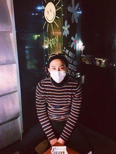 """BIGBANG G-DRAGON、済州島の自身のカフェでセルフショット!""""いらっしゃい"""""""