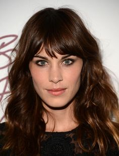 Finally!!  Someone with bangs that are actually cute and look good with the rest of the style.  This mid-length mane is perfect for Alexa Chung's long bangs and wavy texture.