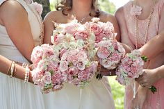 Bride with her bridesmaids with their stunning bouquets made by Stems by Serendipity