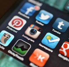 Uma abordagem diferenciada para as mídias sociais -- baseada em experiências e análises -- pode ajudar editores de redes sociais a conseguirem mais tráfego e engajamento em seus sites.