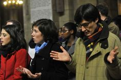 Catholics praying at Mass - es